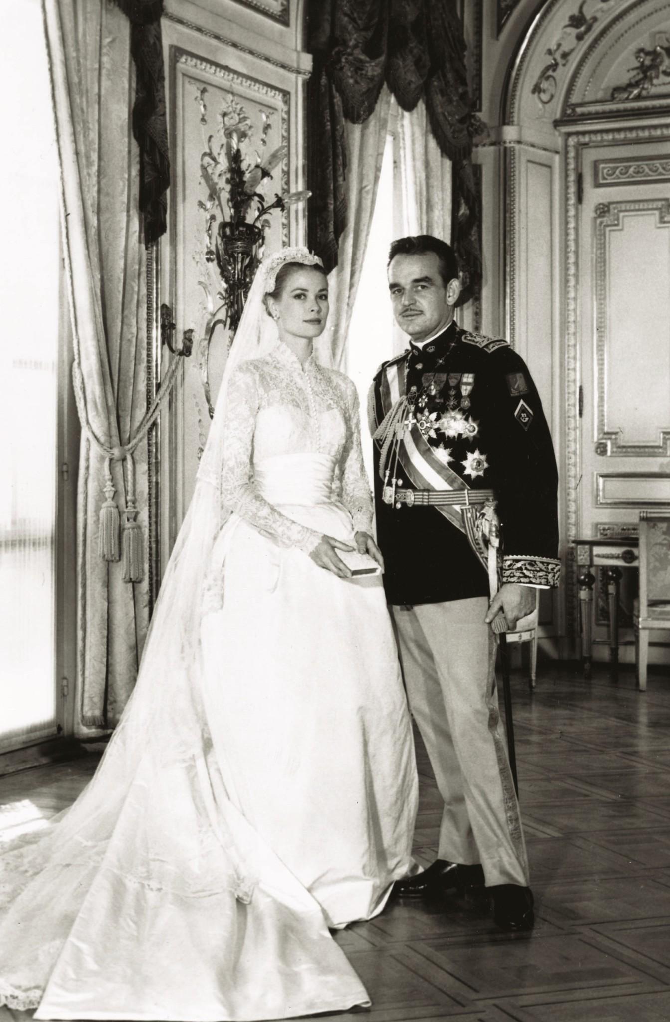 Из архивов: как выглядели королевские свадьбы 80 и 50 лет назад