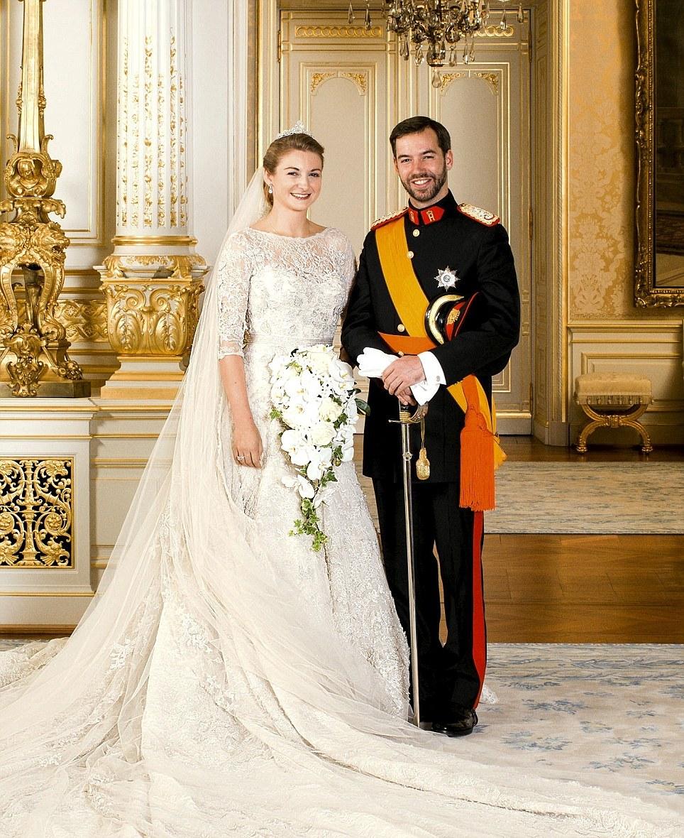 Из архивов: как выглядели королевские свадьбы 20 лет назад