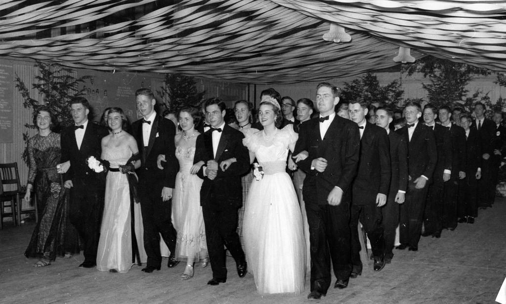 История выпускного платья: с 40-х годов до наших дней