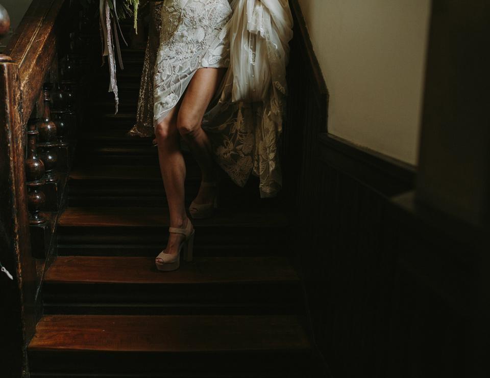 «Так вот сидели на балконе»: как пары решают пожениться?