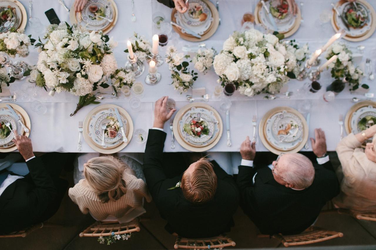 Просто красиво: 7 вариантов декора для свадебного стола