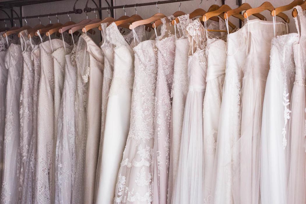 Где взять платье в аренду? Разбираем московские сервисы и их коллекции