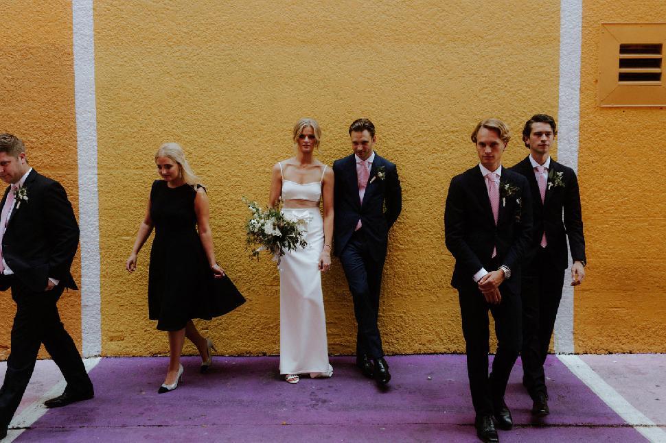 Свадьбы, которые нам нравятся: стильная церемония с вечеринкой в саду