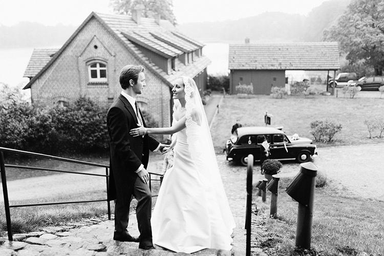 «Хотелось новую печать»: невесты о том, почему они (не) взяли фамилию мужа